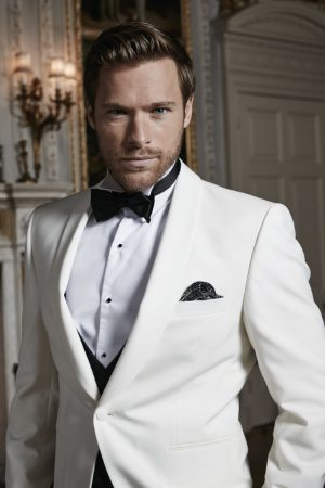 White wool one-button shawl lapel dinner jacket